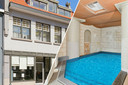 Huis met binnenzwembad in Hulst.