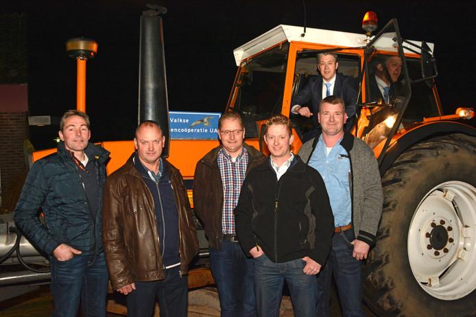 Het bestuur van de Valkse Groencoöperatie, samen met wethouder Leon Meijer van de gemeente Ede.