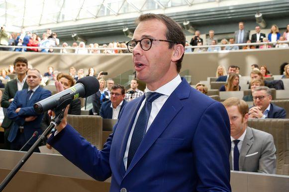 Wouter Beke legt de eed af als Vlaams minister.