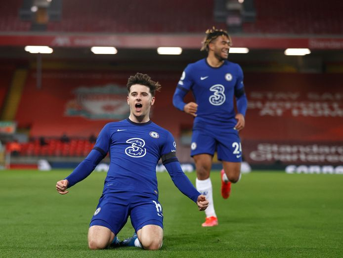 Mason Mount viert zijn goal tegen Liverpool in de Engelse Premier League.