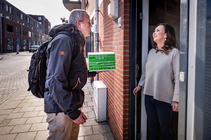 Maarten van Oene (links, 60) werkt als adviseur bij De Energiebox. Hij is van huis uit gepromoveerd bioloog, maar heeft altijd in andere sectoren gewerkt. ,,Als bioloog kon ik geen droog brood verdienen.''