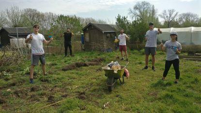 Gestrande Argentijnse studenten doen vrijwilligerswerk in de buurt