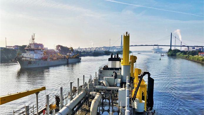 Jan De Nul gaat voor 100% duurzaamheid door het gebruik van biobrandstof voor haar onderhoudsbaggerwerken in Noord-Duitsland