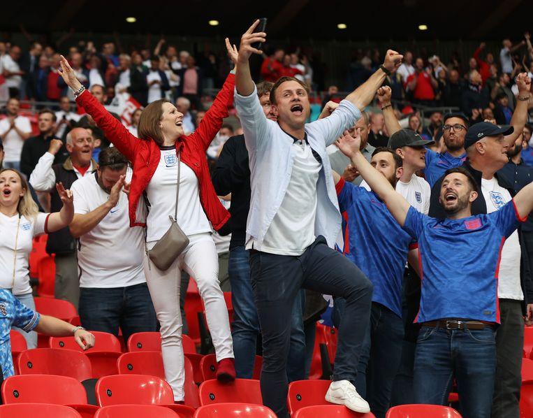 Dolle vreugde bij de Engelse supporters. Beeld Getty Images