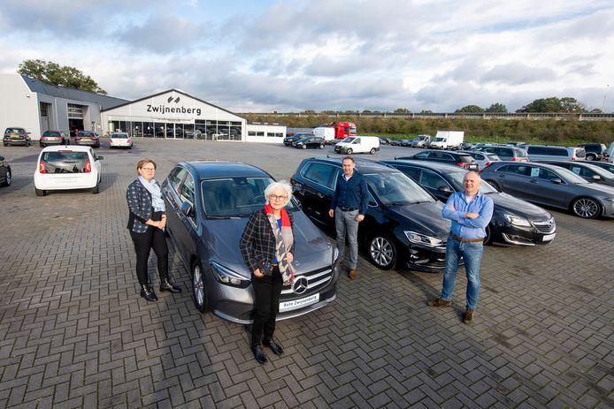 Autobedrijf Zwijnenberg. Een echt familiebedrijf met (v.l.n.r.) Bianca, Willemien, Ronald en Jeroen Zwijnenberg.