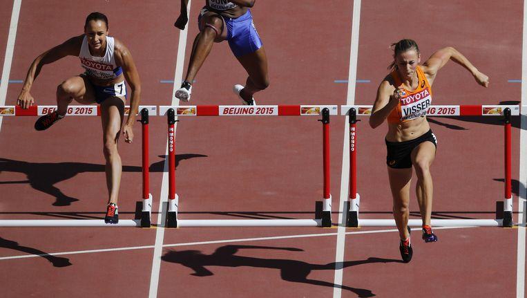 Nadine Visser rent naar de winst op de 100 meter horden, het eerste onderdeel van de meerkamp. Beeld reuters