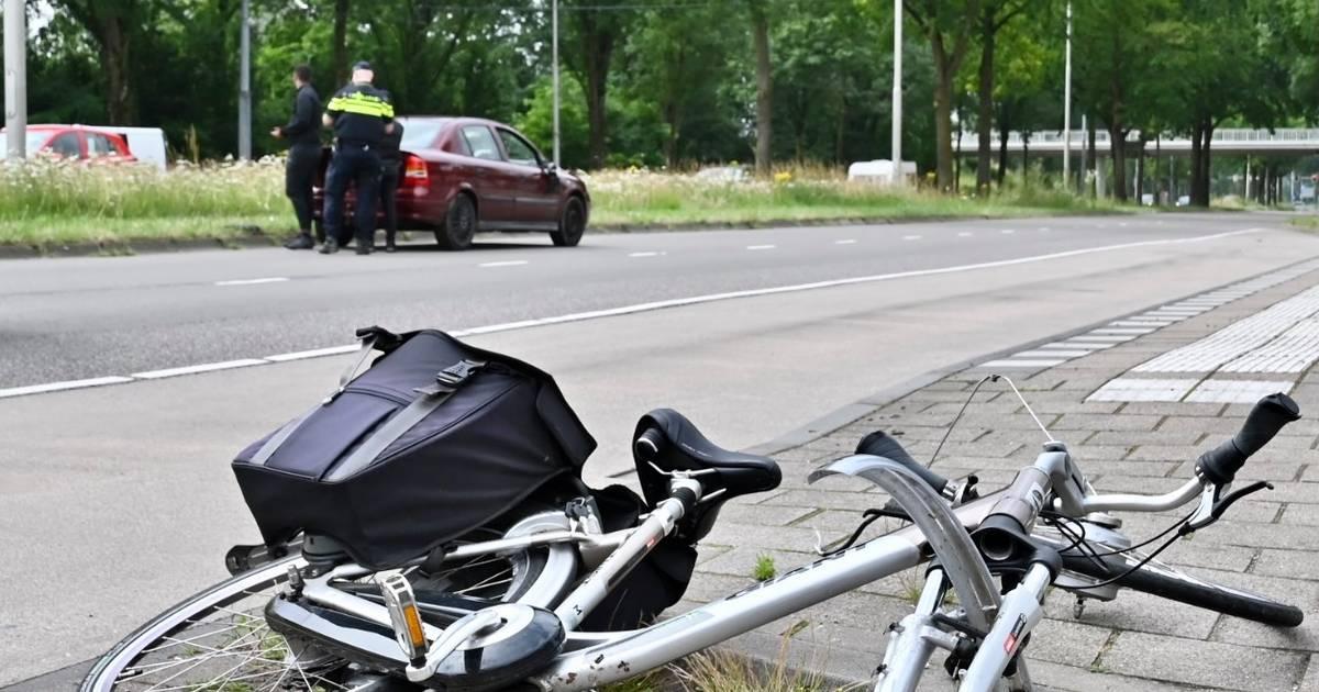 Fietser zwaargewond bij aanrijding Burgemeester Matsersingel.