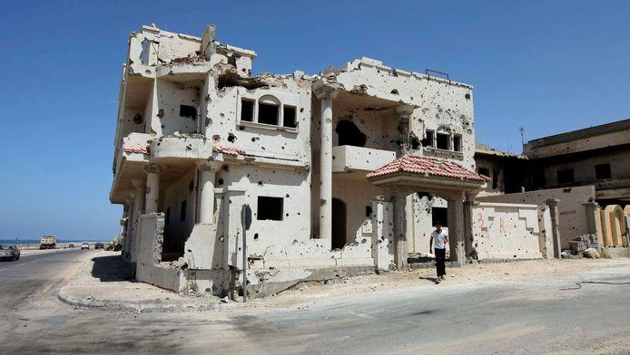 Archieffoto van een beschadigd huis in de Libische stad Sirte.