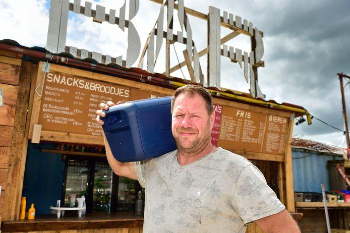 Jeroen Hotze is blij dat de muziekbox weer terug is, maar hij heeft nog steeds een appeltje te schillen met de inbreker.