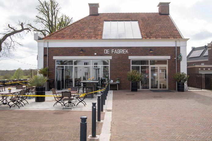 De gemeenteraad van Dalfsen vindt dat het evaluatierapport van het college van B en W over de vastgoedconstructie van theater De Stoomfabriek onvoldoende informatie geeft voor een afgewogen besluit en pleit voor meer onderzoek.