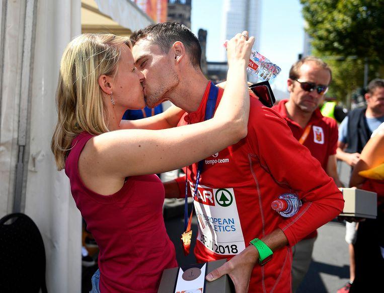 Koen Naert en zijn partner Elise Cappelle: 'Als er een marathon aankomt, probeer ik hem zoveel mogelijk te ontlasten. Dat is vanzelfsprekend.' Beeld Photo News