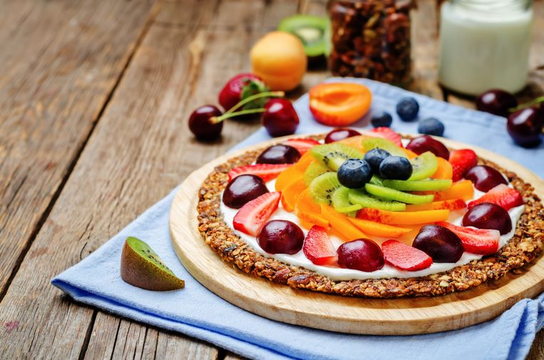 Granola breakfast pizza Beeld Getty Images