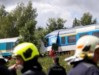 Drie doden en bijna 40 gewonden bij frontale treinbotsing in Tsjechië