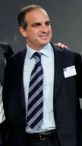 """Jean-Paul Gut, ancien directeur général délégué d'EADS, a été inculpé mardi pour """"délit d'initié"""" et placé sous contrôle judiciaire."""