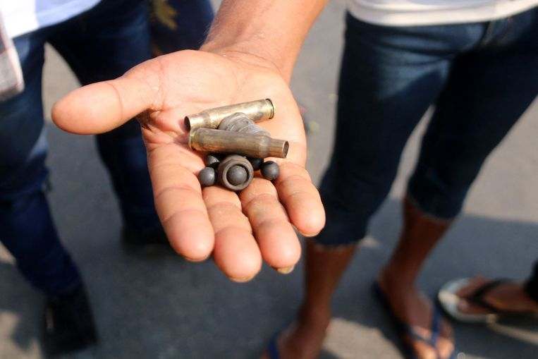 Gebruikte kogelhulzen nadat veiligheidstroepen hardhandig waren opgetreden tegen demonstranten die deelnamen aan een demonstratie tegen de militaire staatsgreep in Dawei, de hoofdstad van de Tanintharyi-regio Beeld AFP