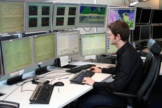De weerkamer in De Bilt waar sinds deze week ook data vanuit Herwijnen binnenkomt.
