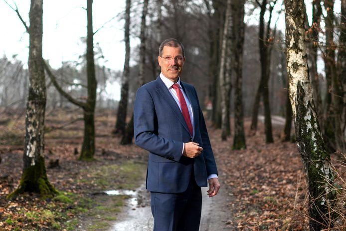 Gedeputeerde Peter van 't Hoog in gebied Planken Wambuis bij Ede.
