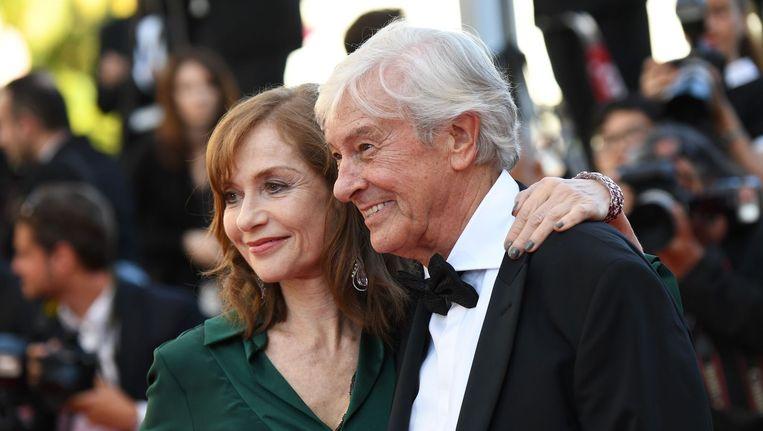 Verhoeven met hoofdrolspeelster Isabelle Huppert in Cannes. Beeld afp