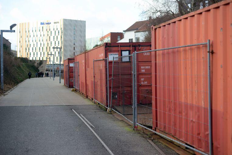Er staan nog steeds afvalcontainers op het Locomotievenpad en de oplossing is nog niet voor morgen.