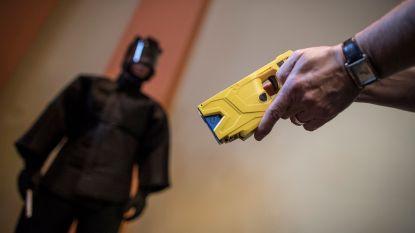 """""""Tasers zijn onwettig"""": politievakbond dreigt met staking"""