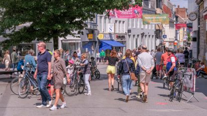 Veel winkels blijven dicht op koopzondag, maar een ijsje en de zon, meer hebben mensen niet nodig