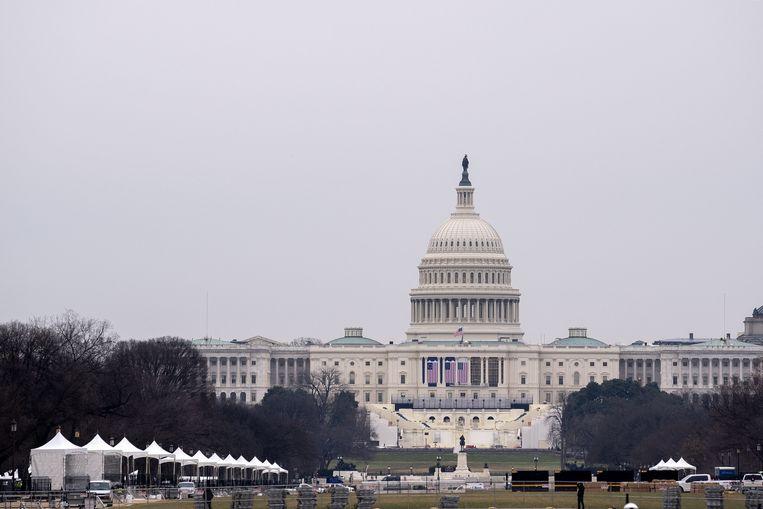 Het Capitool in Washington wordt klaargemaakt voor de inauguratie van Biden volgende week. Beeld AFP