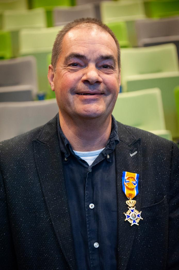 Den Bosch. Koninklijke onderscheiding voor Hans van der Linden. Hij is benoemd tot Officier in de Orde van Oranje-Nassau