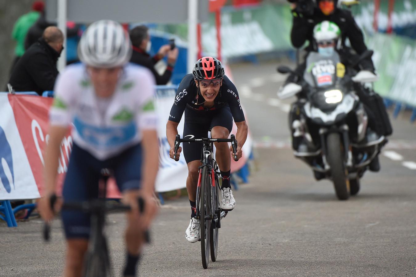 Richard Carapaz sprint voor elke seconde.