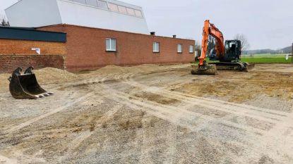 'Modderparking' wordt heraangelegd nu de scholen dicht zijn