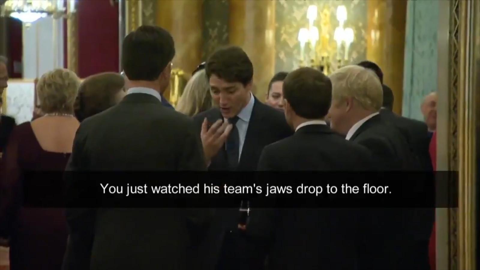 Trudeau maakt een gebaar, als hij opmerkt dat de monden van Trumps team openvielen.