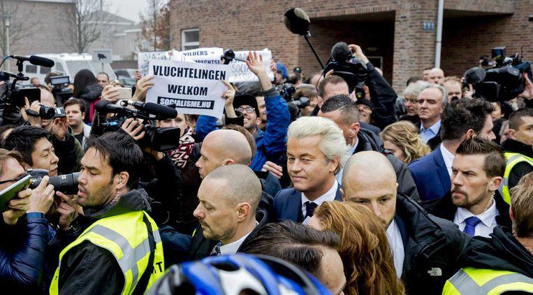 Geert Wilders in Spijkenisse: een mensenmassa van jewelste, als we de NOS mogen geloven. Beeld epa
