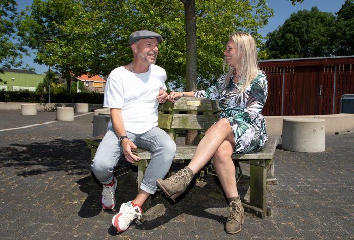 Sven van Santen en Jolanda Bolding zijn sinds dinsdag gediplomeerd ervaringsdeskundige. Ze volgden een nieuwe opleiding bij Scalda, en zetten hun kennis in om psychiatrische patiënten te helpen bij Emergis.