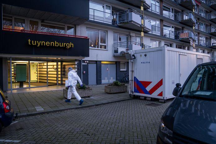 Het drama voltrok zich op de zesde etage van flatgebouw Tuynenburg, gelegen aan de Oosterse Tuin, in Rotterdam-IJsselmonde.