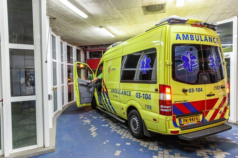 De ambulance rukt alleen nog uit voor spoedritten. Beeld Harry Cock / de Volkskrant