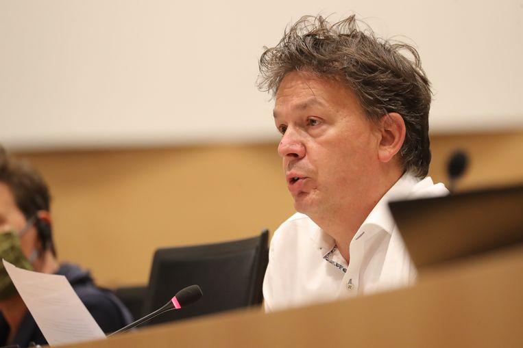Kamerlid Stefaan Van Hecke (Groen) dient samen met Ecolo-collega Claire Hugon het wetsvoorstel in. Beeld BELGA