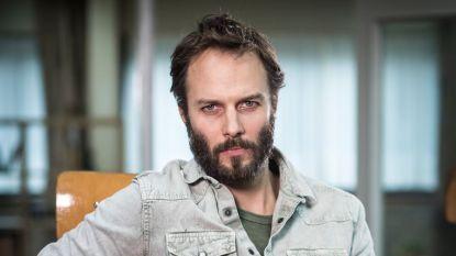 """Maarten Thomas Ketels, acteur in 'De Luizenmoeder', leeft op een boot in hartje Londen: """"Ik voel me als een zigeuner op het water"""""""