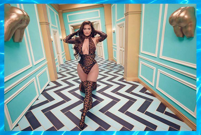 Kylie Jenner in de clip van WAP. Beeld Alicia Fernández Solla