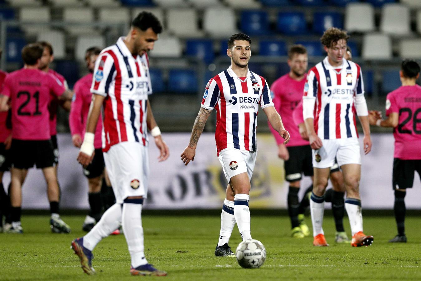 Vangelis Pavlidis, Görkem Saglam en Wesley Spieringhs treuren na weer een doelpunt van FC Utrecht.