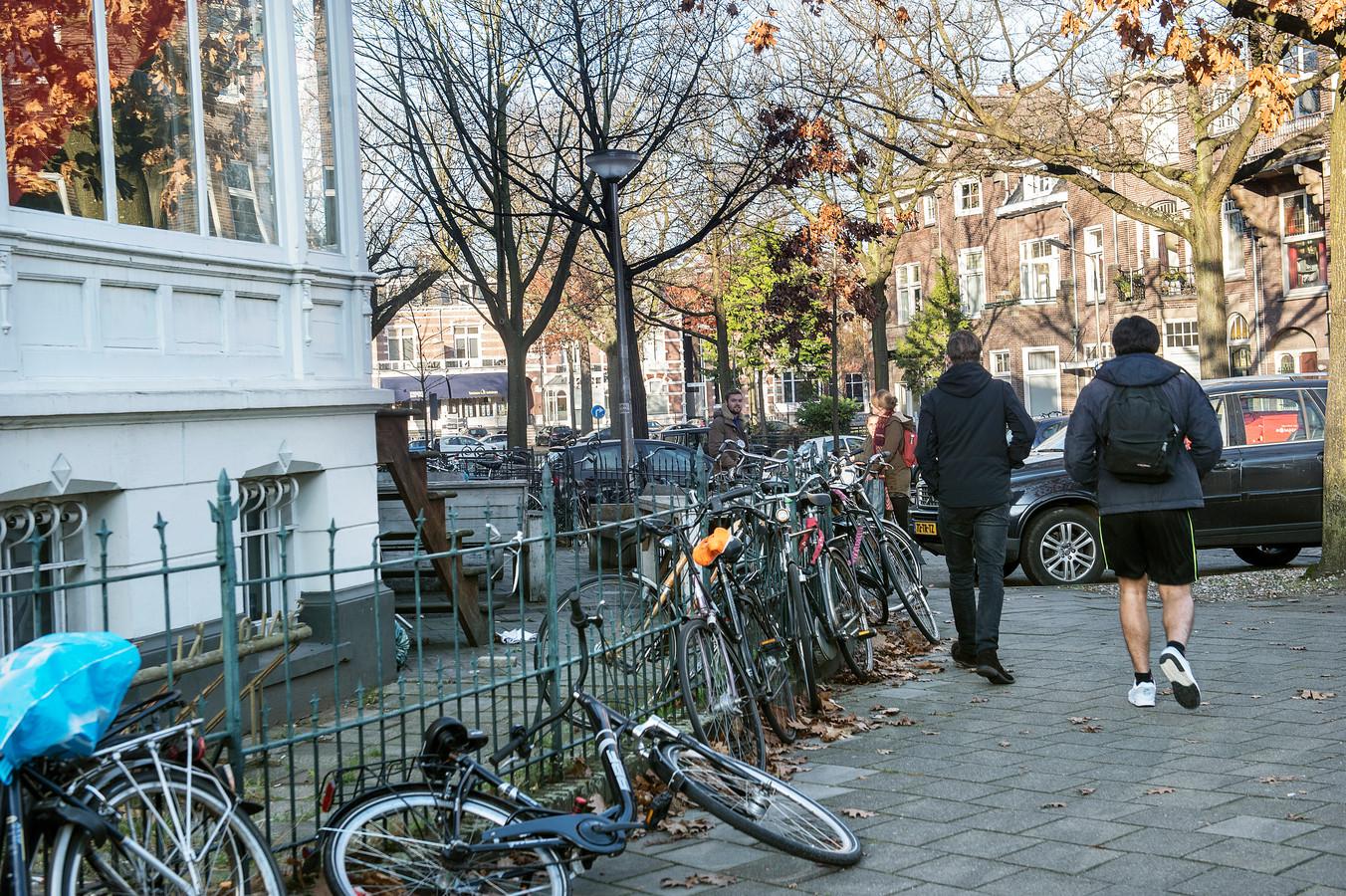 Gestalde fietsen bij een studentenhuis. ARCHIEFFOTO