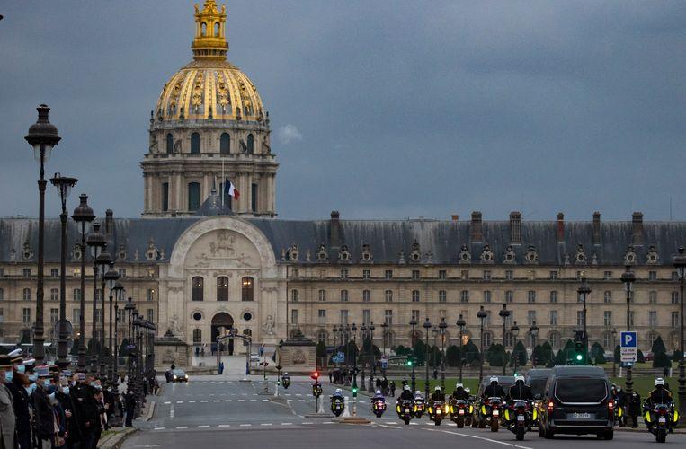 Uitvaart van drie in Mali omgekomen Franse militairen in Parijs. Beeld EPA
