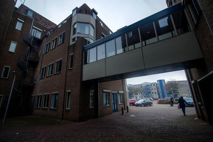 Een sieraad is het oude gemeentehuis van Wijchen niet.