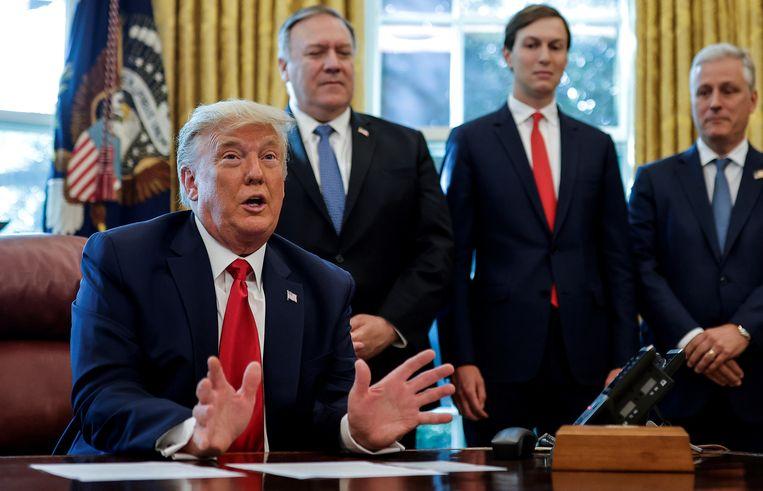 President Donald Trump kondigde in oktober in de Oval Office een deal met Soedan aan. Beeld REUTERS