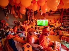 In de Deventer flat van Martijn en Kirsten is àlles oranje (tot in de slaapkamer aan toe)
