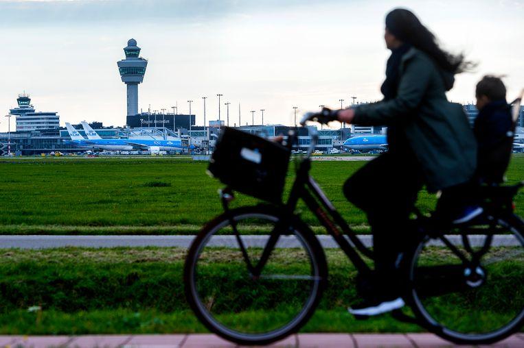 Gemeentes en provincies rondom Schiphol stappen uit het overleg over groeiplannen van de luchthaven. Beeld Evert Elzinga/HH