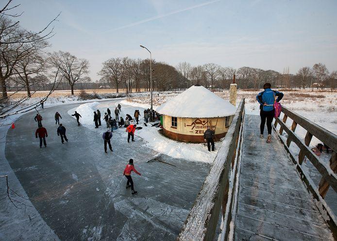 De sfeervolle schaatsbaan Halfweg, tussen Doetinchem en Zelhem. Archieffoto Theo Kock