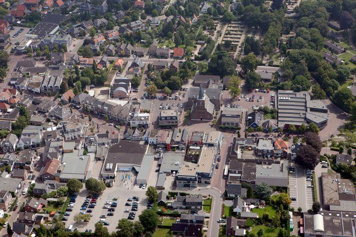 Een overzicht van de Dorpsstraat in Bennekom.