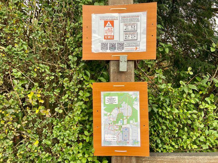 Tegenover de kerk van 's-Gravenwezel is informatie te vinden over de wandelroutes, uitgestippeld door wandelclub Bosgeuzen
