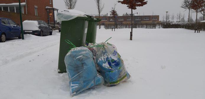 Afval in de sneeuw.
