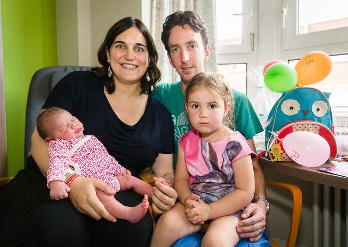 Petra, Benjamin en Suzan, met de kleine Aline.