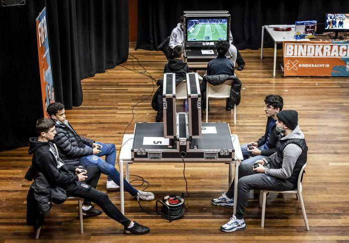 De gemeente Nijmegen organiseerde een groot FIFA-gametoernooi om jongeren van de straat te houden.